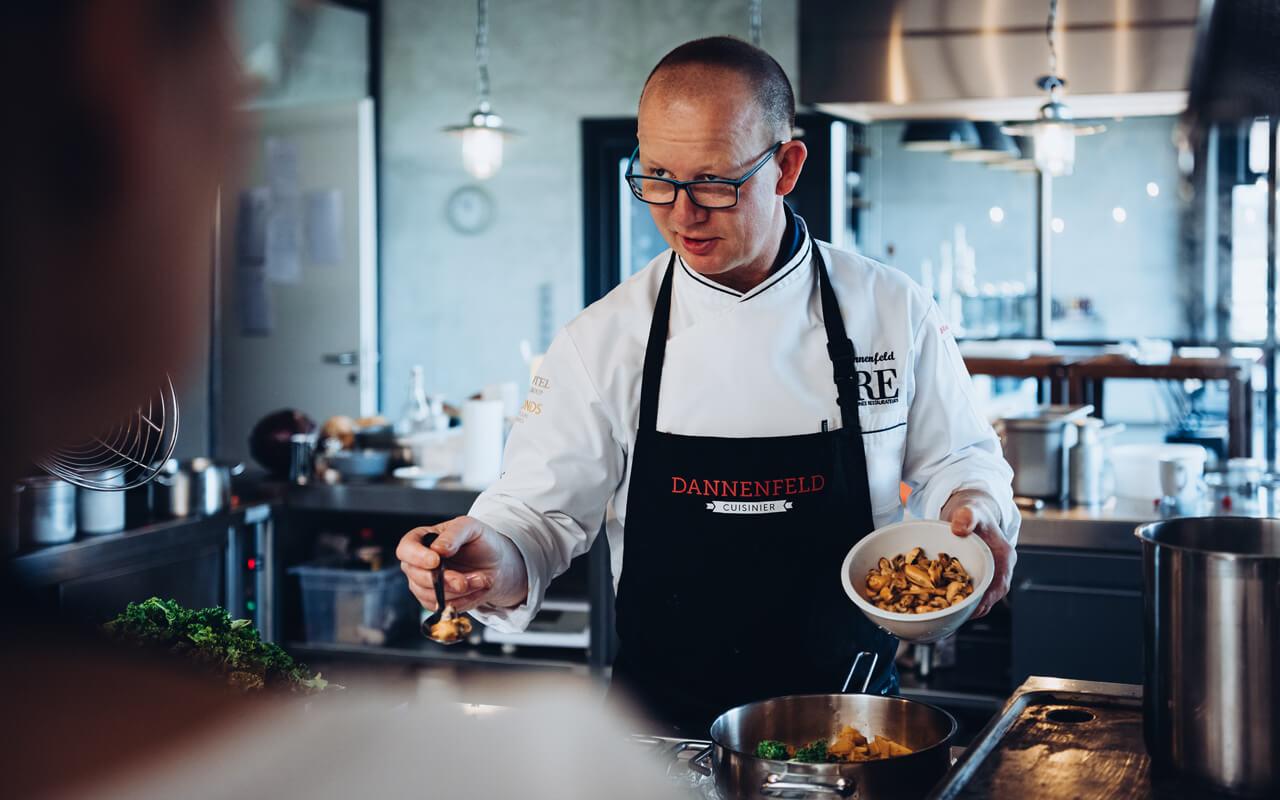 Dannenfeld-Cuisinier-Hero-Section-Background